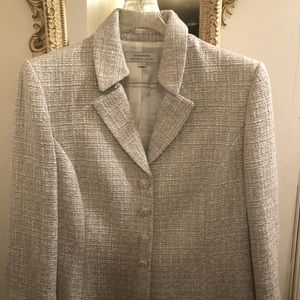 Timeless Tweed for a great style